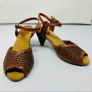 Ecote brown leather strapped buckle sandals size 9